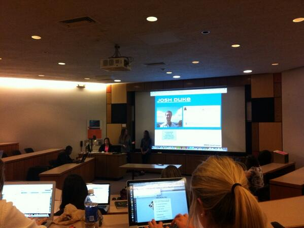 #NHCrisisComm talks about EA's SimCity Crisis in #NewhouseSM4 pic.twitter.com/4Vt597yqVQ