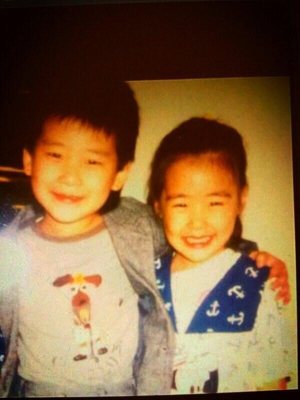 Tiffany kecil dan kakak laki-lakinya, Leo