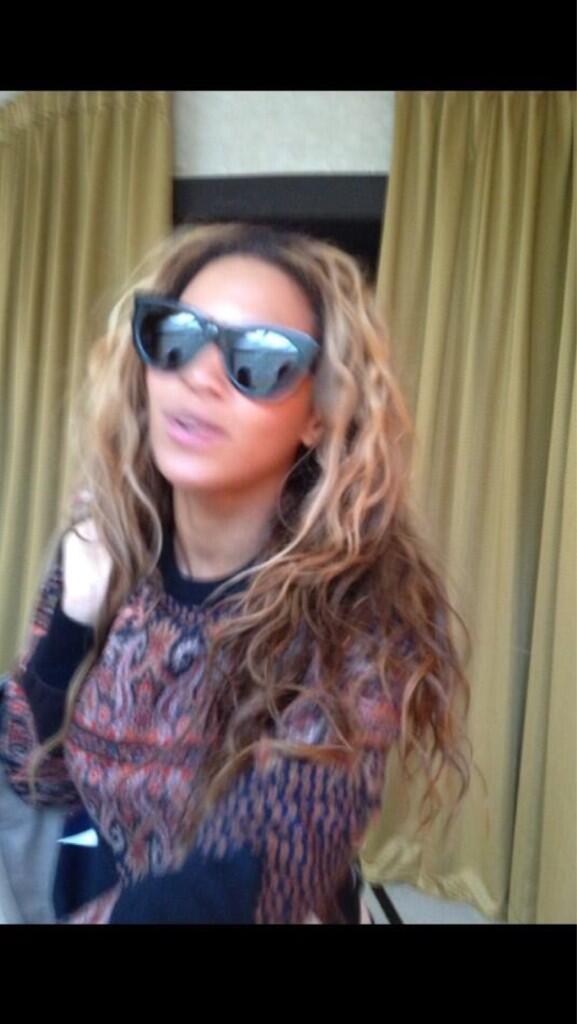 Beyoncé > Apariciones en público <Candids> [III] BIj3QbyCYAApXio