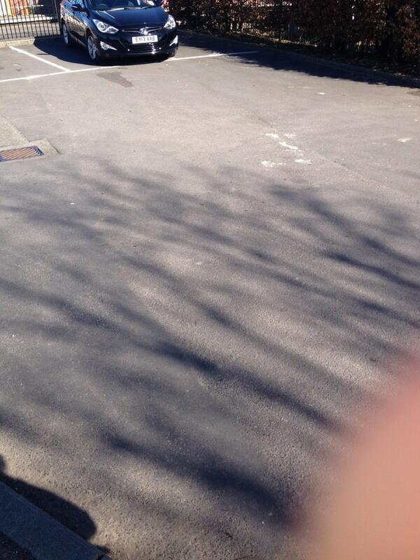 EY13 VXB displaying crap parking