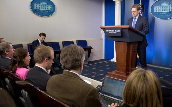 Julie Pace of @AP alerts Jay Carney the AP Twitter account had been hacked & falsely reported attack on White House. pic.twitter.com/4HxQ5A9FLg