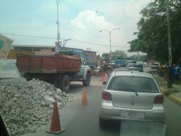 RT @FreddyJohans: La cola super mega tranca se debe a reparacion en la carretera nacional via la encrucijada! Cagua pic.twitter.com/BslRluCGEP