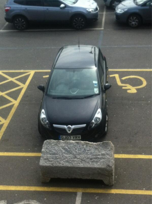 GJ07 YRV displaying Selfish Parking