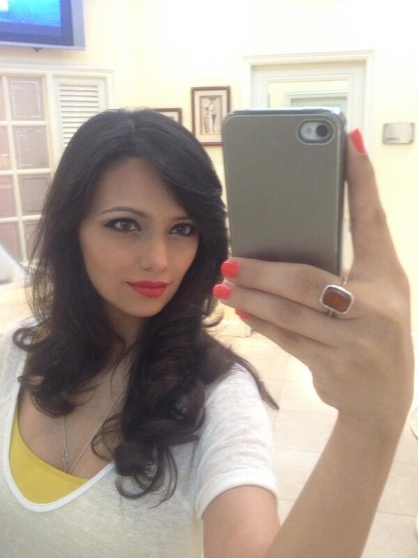 "roshni chopra on Twitter: ""Red lips for my show in delhi tonight ..."