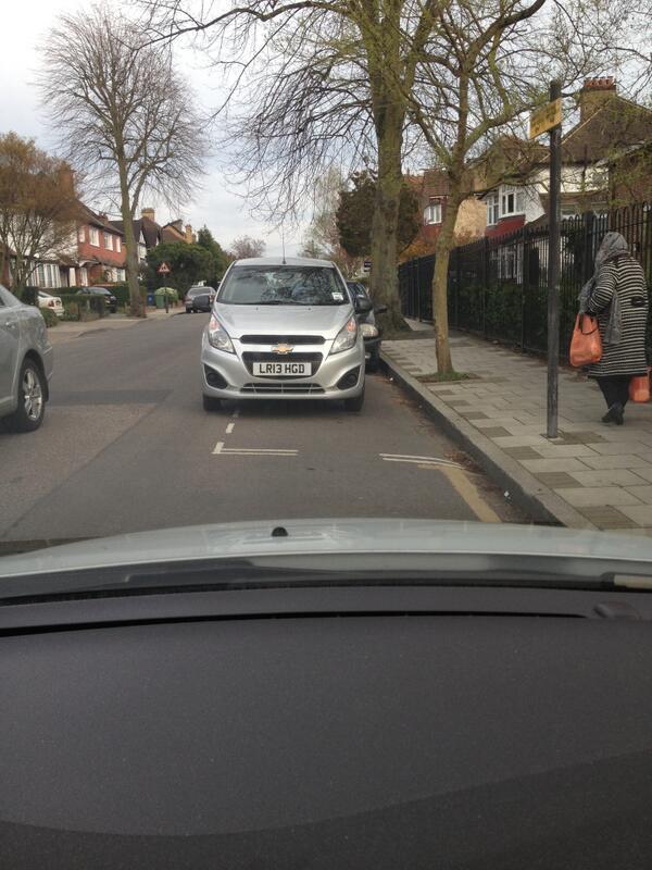 LR13 HGD displaying crap parking