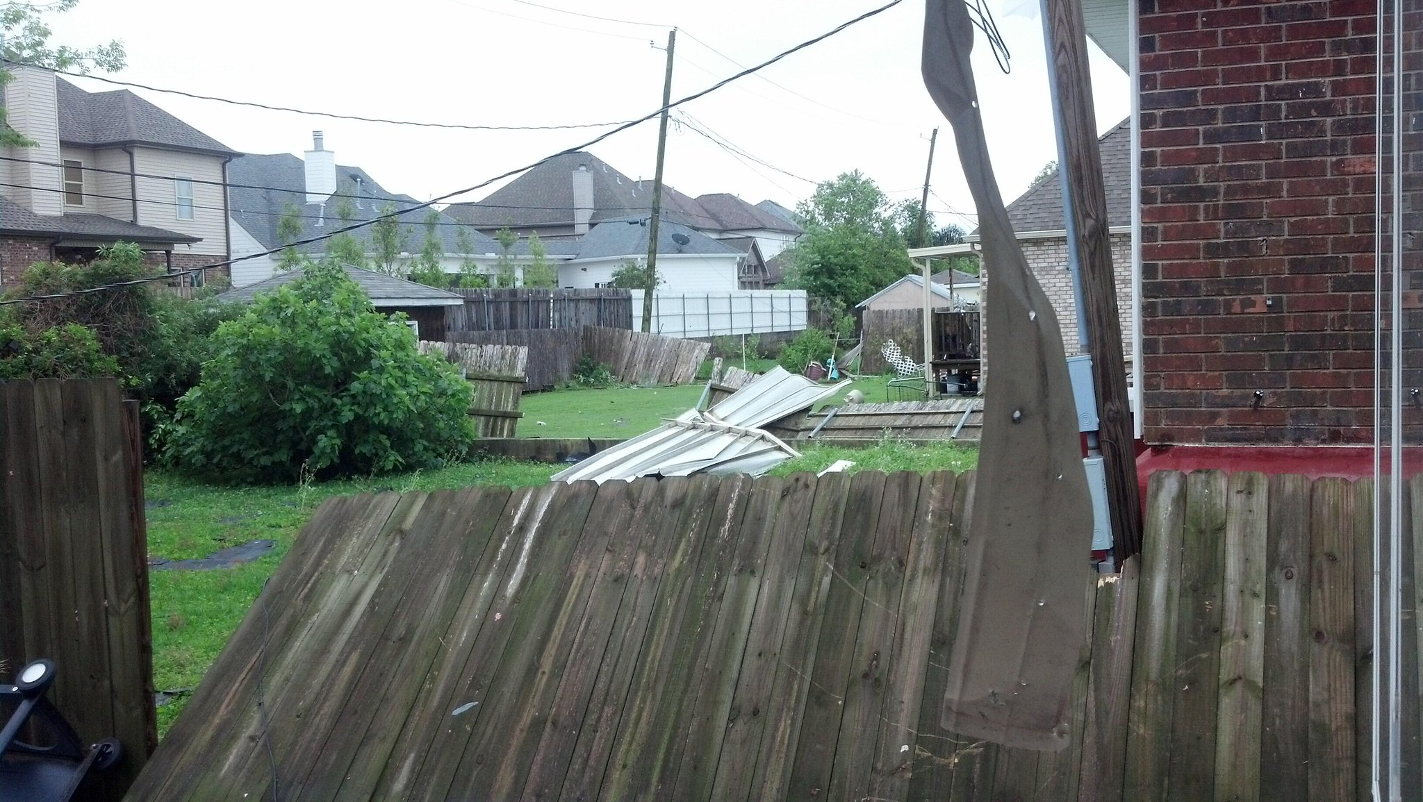 Twitter / MHernandezWWL: Roofs damaged, fences down, ...