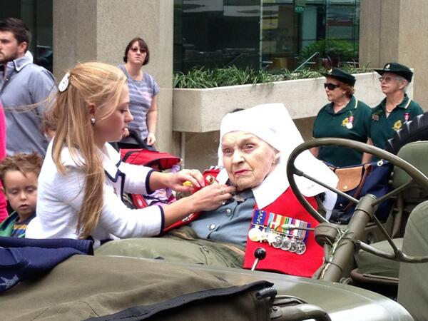 Charlotte Leach dresses her 98 year old grandmother Anne Leach who treated soldiers in WWII #perth #abcanzac http://pic.twitter.com/vL9BNfFySK