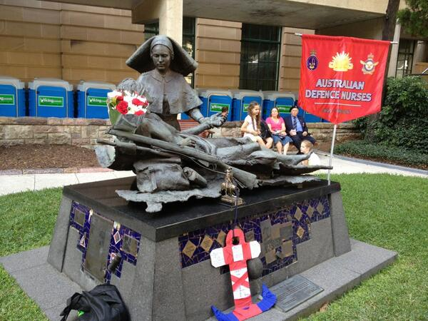 March over but now for the War Nurses commemoration and wreath laying #abcanzac #ANZAC #brisbane pic.twitter.com/FCljh85UaG