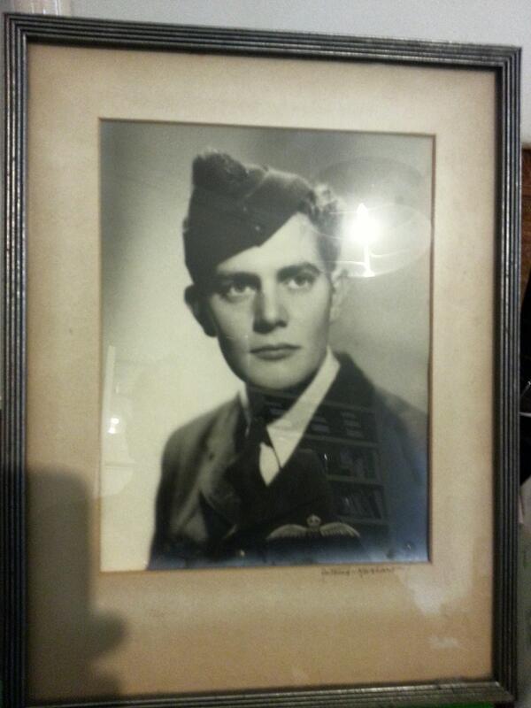 My Dad, RAAF, 1939. #abcanzac pic.twitter.com/6JW73rZaaF