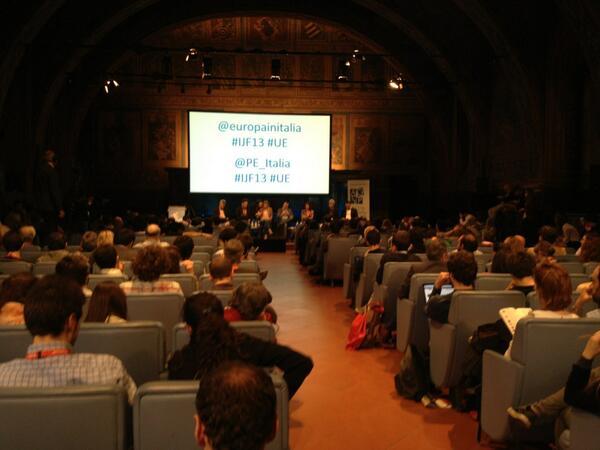 Seguiteci e inviateci le vostre domande su social media e giornalismo a #ijf13 #UE pic.twitter.com/BVd54Kx4w1