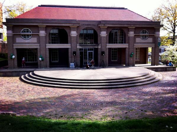 Going to miss this place @scrippsjschool #ScrippsHallFarewell #thankgodihaveonesemesterleft pic.twitter.com/hkScHCVs7v