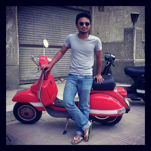 Say hello to @ALHeisenberg, proud of his #Piaggio #Vespa, show him some respect with a retweet! http://t.co/tgMyQMHYET
