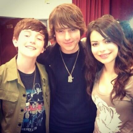 #tbt Dancing Crazy Tour 2011 with the gorgeous @mirandacosgrove and my bro @greysonchance http://t.co/mae9rxRgvu
