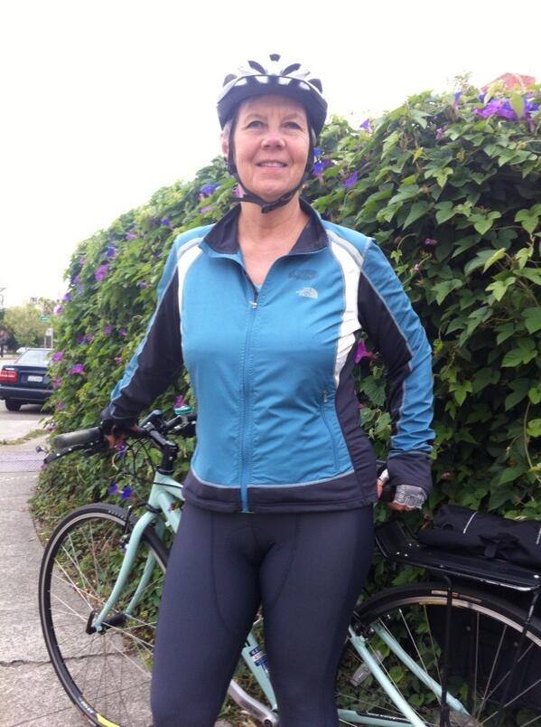 Hilda Nelson, crack Public Affairs designer, lookin, stylish for her #bike2berk pic.twitter.com/ROux9pu77W