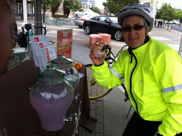 Designer lemonade at 27th & Broadway on our #bike2berk pic.twitter.com/tlK1l8pCuZ