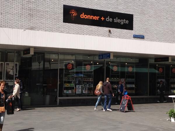 @Elja1op1 De grootste boekwinkel van Nederland ! ? Ik had toestemming om foto's te maken.Moest wel e.e.a. uitleggen. pic.twitter.com/mAYS1ZH1KQ
