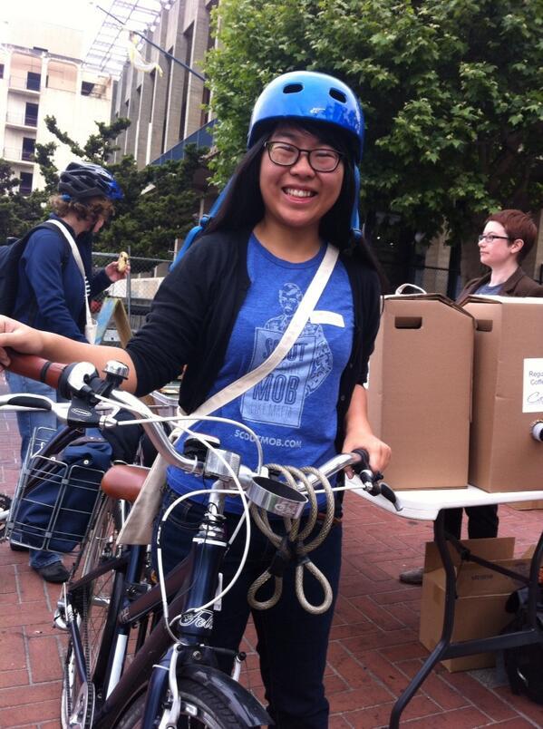 English Dept grad student Aileen Liu at UCB Energizer Station #bike2berk pic.twitter.com/zi4bKG3p0k