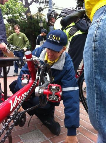 Community Services Officer (working w UCPD) to license bikes. He's Doug Taylor, peace @ conflict studies major. http://pic.twitter.com/P3fW2nlnMk