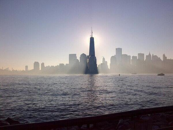 PHOTO: 1 WTC rises to 1776 feet with addition of spire! The view from Jersey City (via @annenbcnews) pic.twitter.com/ExjhqPnU0x