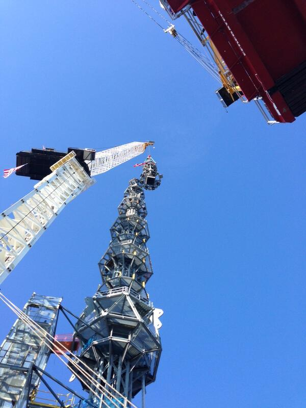 View from below of #OneWTC spire rising into the sky. pic.twitter.com/xMimmPlj8d