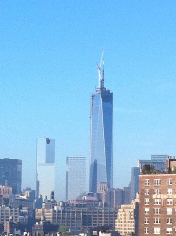 #WTC THE SPIRE IN PLACE!!!! pic.twitter.com/4KuZbBPJcT