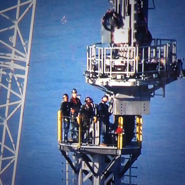 These men are the real deal. Moving the One World Trade Center spire into place! #NeverForget pic.twitter.com/dQ8lyHk0Vm