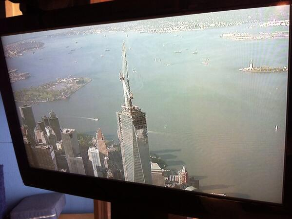 What a view! A LIVE look in NY as crews hoist final 2 pieces of spire on One World Trade Center - 1,776 ft high! pic.twitter.com/XMNIJpVIpF