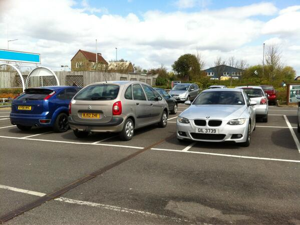 AY56 WHC, BJ52 ZHE & GIL 3739 is a crap parker