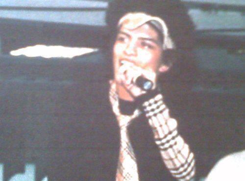 Galería >> Fotos anteriores de Bruno Mars - Página 2 BJEOOUJCEAAwaGh