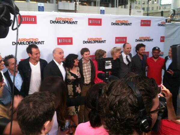 All the Bluths were in attendance for the @netflix premiere of Arrested Development. #ADRedCarpet pic.twitter.com/5ejNJtBZIV