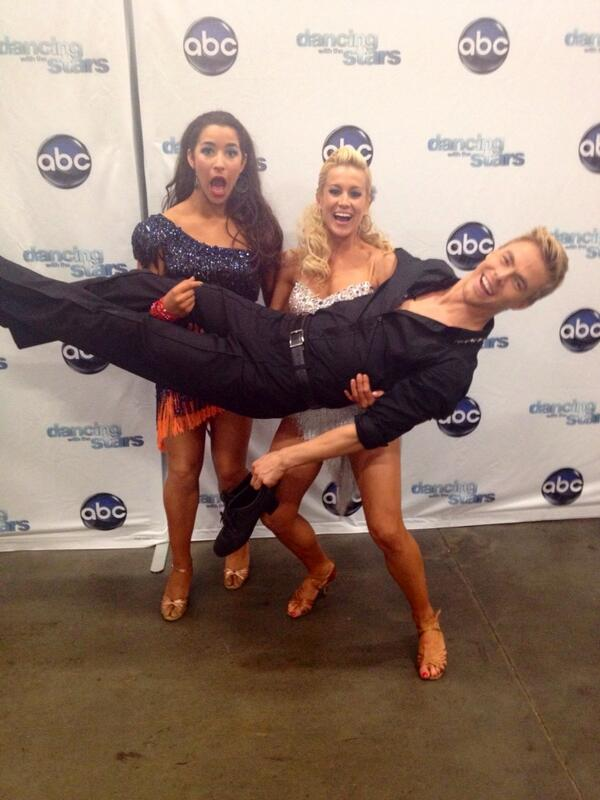 This is why I love #DWTS so much--because @Aly_Raisman @kelliepickler and @derekhough do things like this for me: pic.twitter.com/nKqUj9bBKX