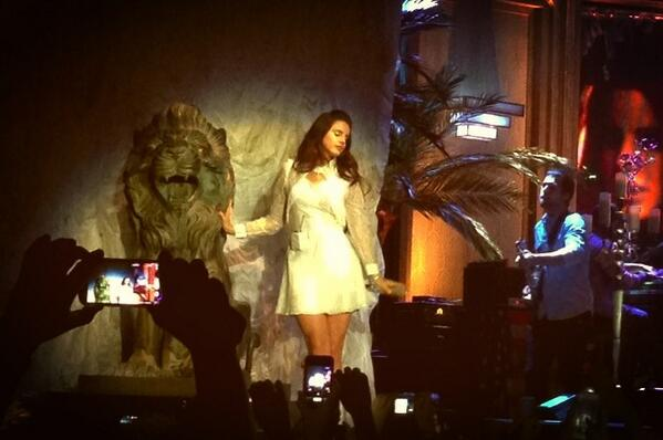 @LanaDelRey yesterday in luxembourg!<3 http://t.co/gz0E42vPha