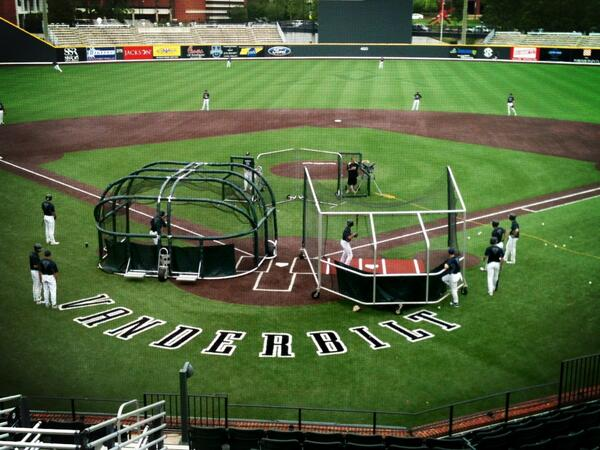 """@VandyBaseball: It's a double BP kind of day at The Hawk. pic.twitter.com/5PpmHJaIM6"" @Clayton_Miller5 this would be the day."
