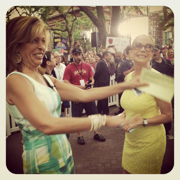 Welcome to #CHS @klgandhoda!! @CofC #KLGandHodaCharleston #bringonthedrinks pic.twitter.com/nSrJjG3LSY