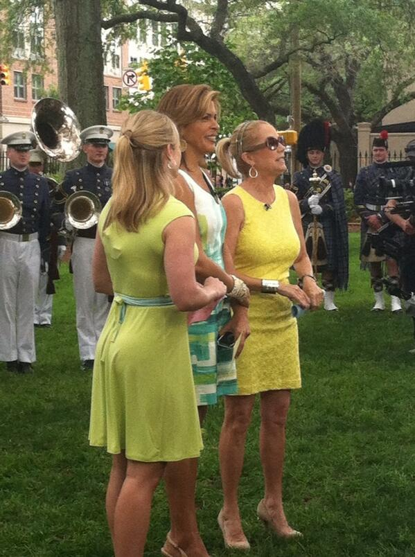 @klgandhoda hanging out in the Cistern Yard - they're live on @nbc at 10! pic.twitter.com/hCIRcO61f8