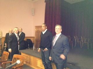 Jay-Z with @edmangano at meeting where 4 developers are pitching ideas for a new Coliseum, via @Laura_Figueroa pic.twitter.com/FVOG9bxkAl