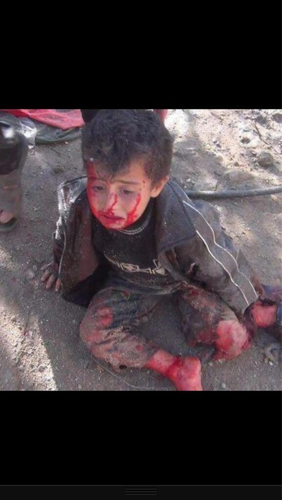 مجزرة بنياس بسوريا ،، قتل 264 من المدنين اغلبهم من النساء والاطفال  ( مشاهد بشعة ممنوع الدخول لمن لا يحب ذلك ) BJTRK3-CMAAiRo9