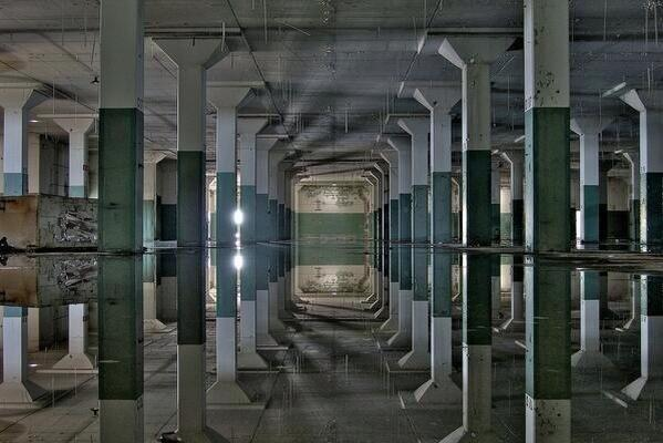 Illusions Optcl Perfect Water Reflection Creates This Mind Blowing Photo Pictwitter JhLyJKPl9e