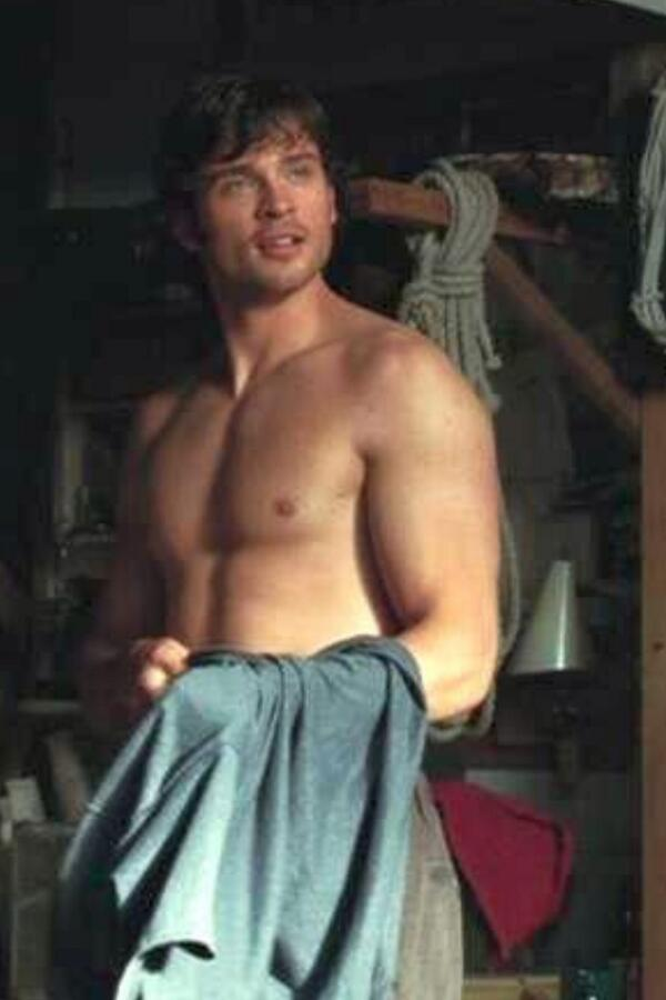 Just watched The Fog, omg Tom Welling is unbelievably sexy! Hope he grows  his