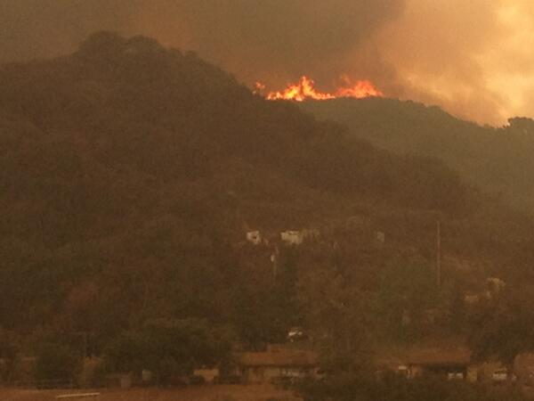 Here's a photo of a #SpringsFire flare up from @ReporterSteph. A ridge away in Hidden Valley near Newbury Pk. #KPCC pic.twitter.com/rlJwtFhyOT