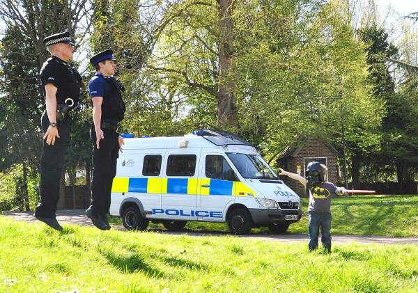 BREAKING NEWS: 4 year old boy holds up local police #MayThe4thBeWithYou #Vadering @starwars pic.twitter.com/S2s5K8Jwt9