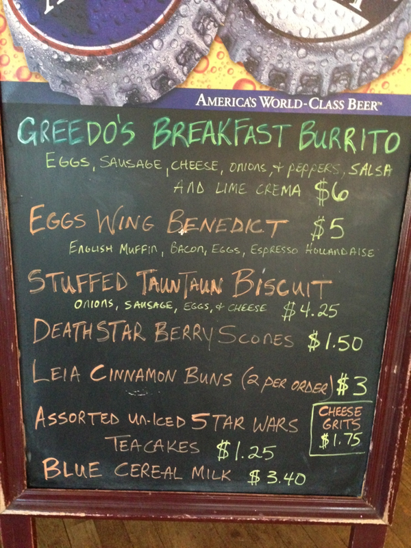 Local coffee shop has pop-up restaurant doing Star Wars themed breakfast. Vader cuts line. pic.twitter.com/kdakWP46Mz