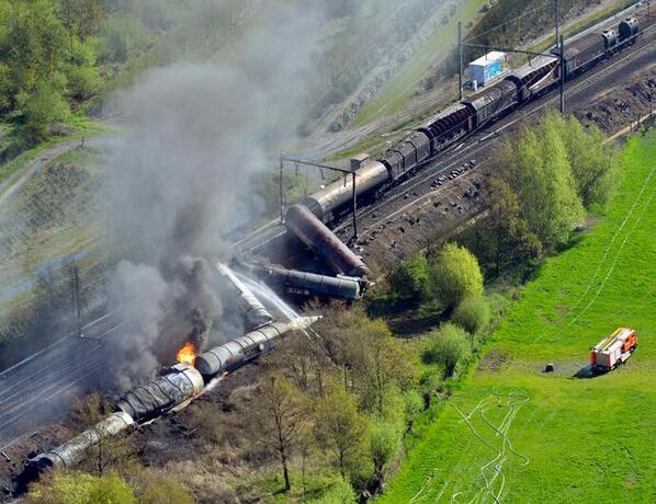 [04.05-16:40] #Wetteren #Belgio deraglia #treno prodotti chimici #ESPLOSIONE #INCENDIO 2 morti 14 feriti #emergenza24 pic.twitter.com/zhWPUc8JFR