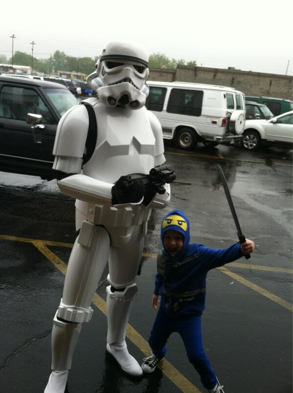 Good times at Free Comic Book Day! #FCBD #maythefourthbewithyou pic.twitter.com/oUO8MjZ3Qg