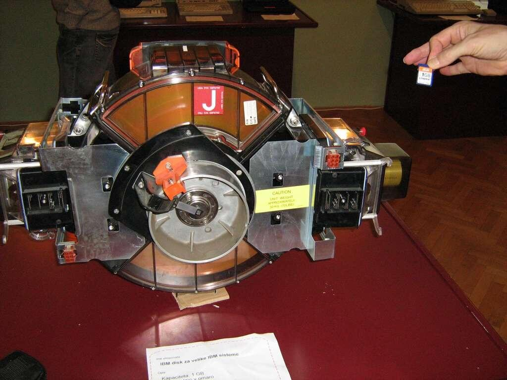 Twitter / TheRealSheldonC: A 1GB hard drive from 1981, ...