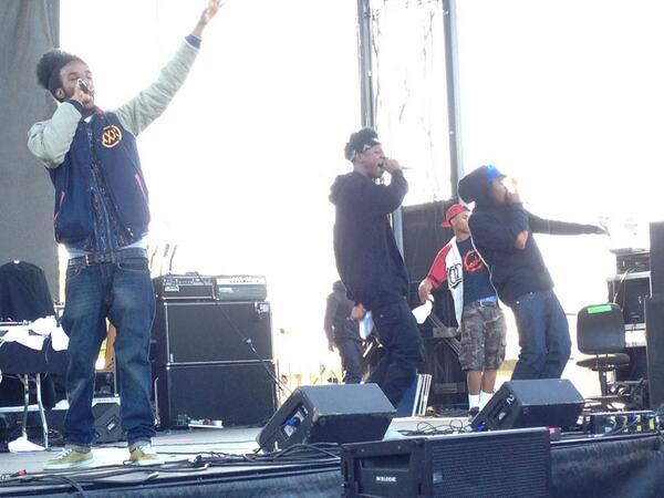 What is up Joey Bada$$ !!! #hofstramusicfest pic.twitter.com/I1abGZJldv