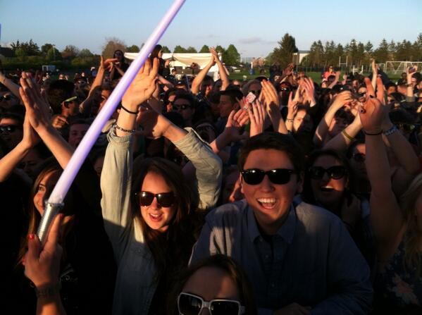 The crowd is loving Third Eye Blind! #HofstraMusicFest pic.twitter.com/HtAA86vyEY