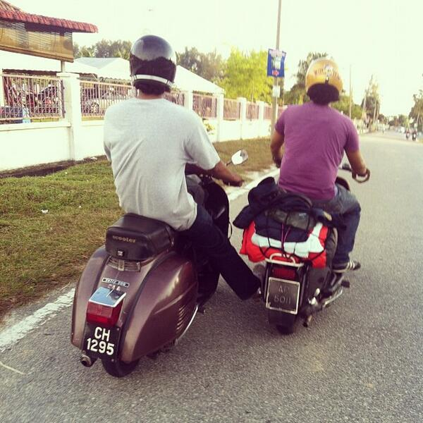 #NowWatching how #Piaggio riders are so friendly to each others. Image taken by Padin. http://t.co/be6TS6an27