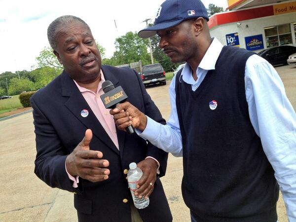 Jackson Mayor Harvey Johnson Jr. does a live radio remote with the Mailman from WJMI. pic.twitter.com/S6eCLkGxbn