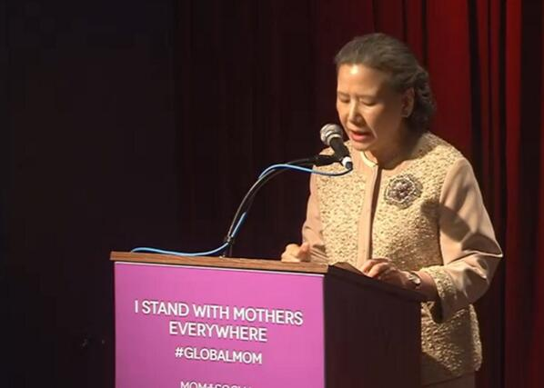 Mrs. Ban Soon-Taek, first lady of the UN, speaking now at #momplussocial for #globalmom. Watch bit.ly/18Yipif pic.twitter.com/ugkf4JDwQZ